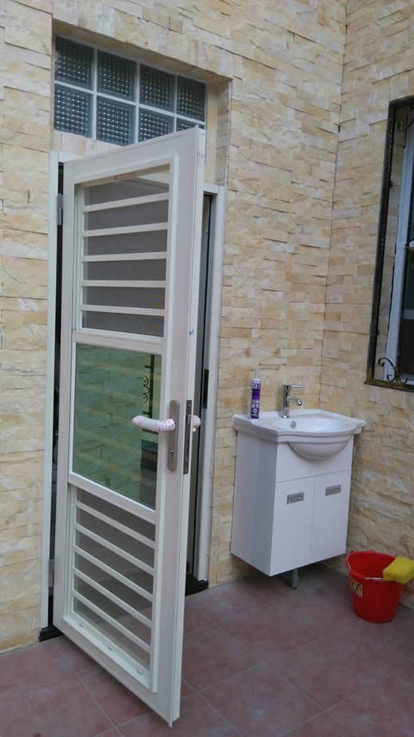 防盜三合一門和浴櫃瓷器龍頭