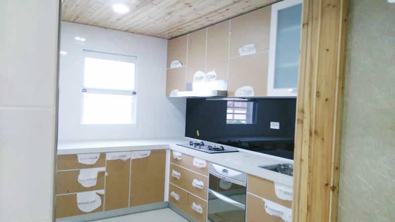 系統廚具和強化玻璃