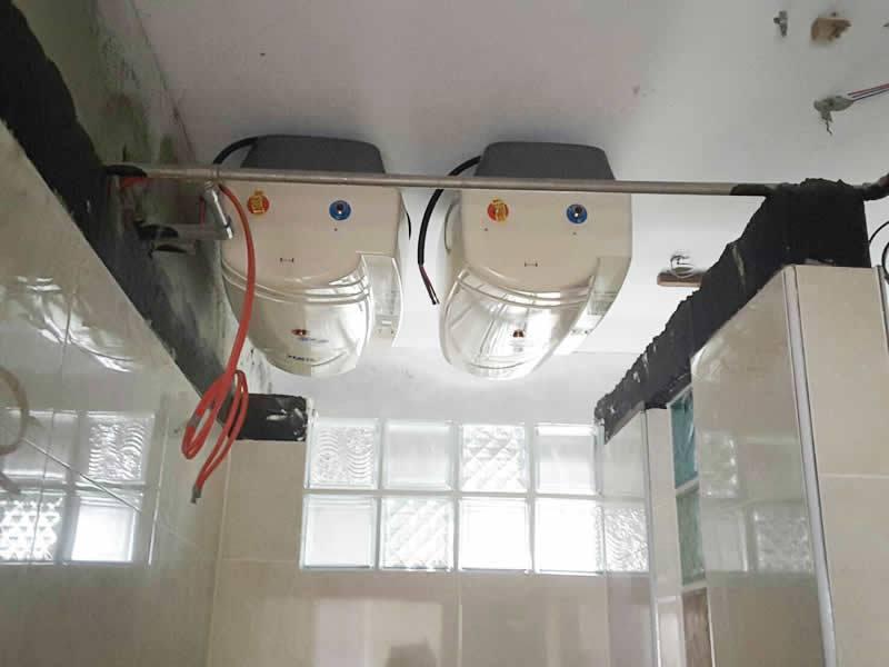採用隱藏橫掛式怡心牌熱水器