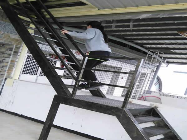 三樓訂作鐵樓梯,前往四樓景觀台